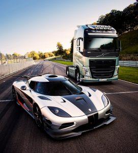 Volvo FH vs Koenigsegg_02