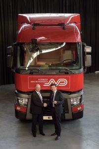 Bruno Blin (levo), predsednik Renualt Trucksa i Herve Montjotin, predsednik kompanije Norbert Dentressangle