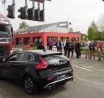 Ekonomičnom vožnjom Volvo kamiona do Volvo automobila!