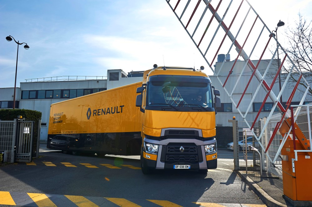 renault_trucks_t520_renault_sport_formula_1_team_1 (Custom)
